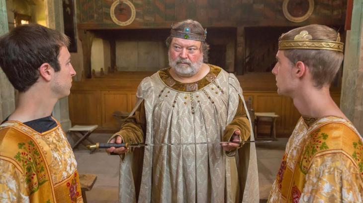 Heinrich (Paul Schlösser) und Friedrich, die beiden Söhne Kaiser Barbarossas, werden auf dem Mainzer Hoftag 1184 feierlich zu Rittern geschlagen